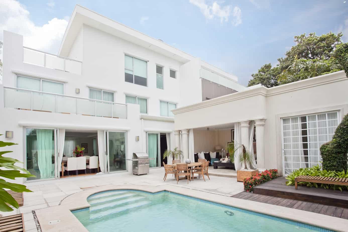 Luxurious Villa in Santa Ana